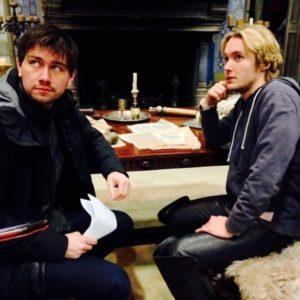 Toby Regbo Francis delfino di Francia e Torrance Coombs - Fratellastri sul set