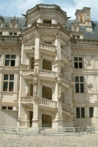Toby Regbo François Francis Castello di Blois - Scalone monumentale dell'ala Francesco I