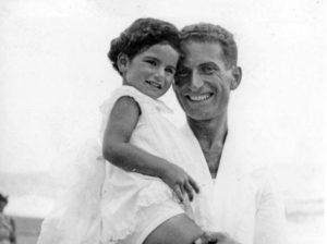 Liliana Segre, la scrittrice di Scolpitelo nel vostro cuore, e suo papà Alberto