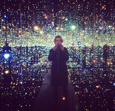 Toby Regbo: è in diretta! Toby Regbo - Infinity Mirrored Room
