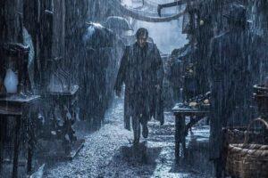 Luigi Alfredo sotto la pioggia nel quarto episodio de il commissario ricciardi