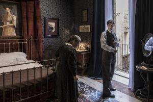 Nuncia Schiano e Lino Guanciale ne il commissario Ricciardi